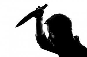 alevosía, apuñalamiento traicionero por la espalda con cuchillo